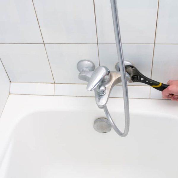 9 Easy Steps To Caulk A Bathtub