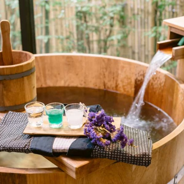 Japanese Soaking Tub: Add the Exotic to Your Bathroom