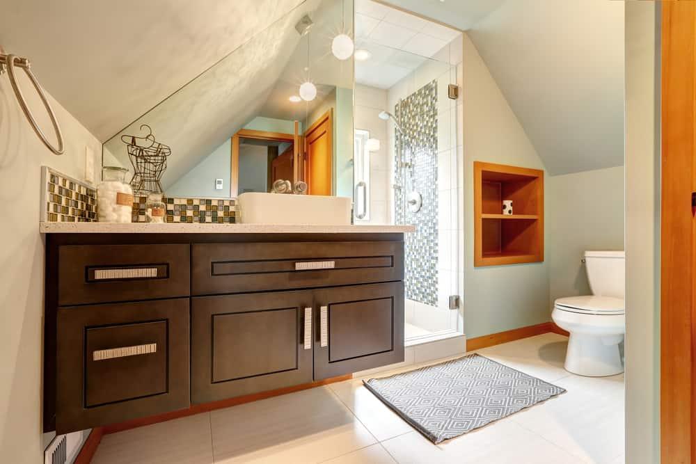 Lofty niches bathroom