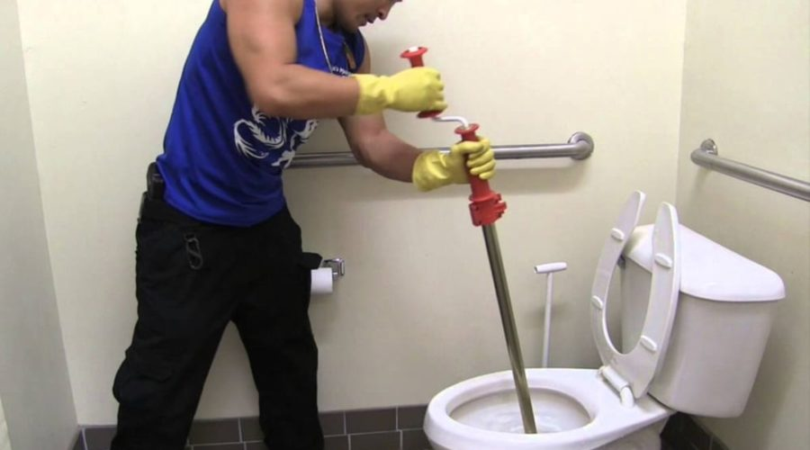 9 Tips to Use a Toilet Auger