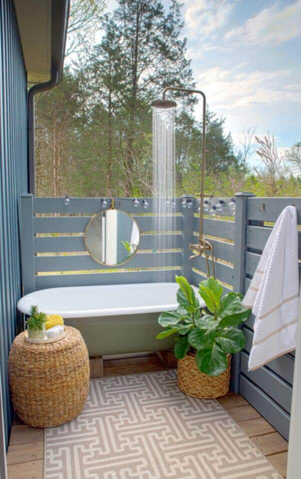 Tub-it-up outdoor shower
