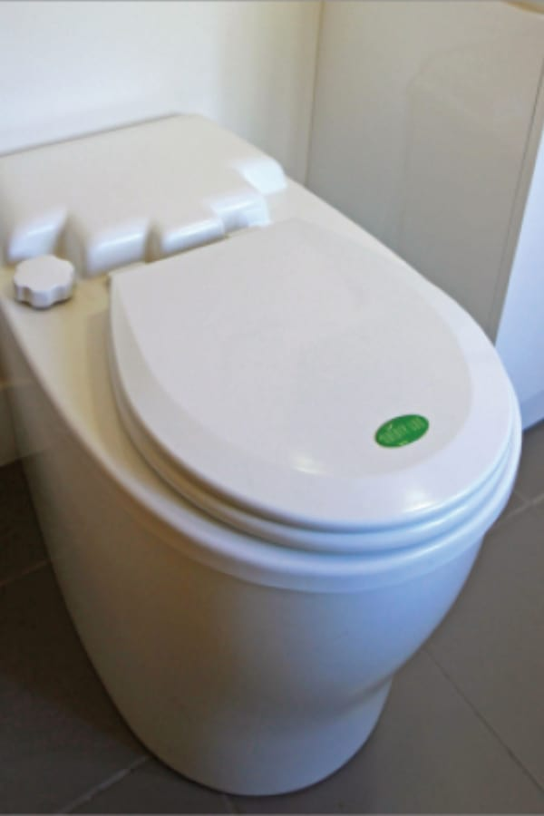 Waterless type of the toilet