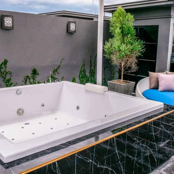 10 Tips to Clean a Hot Tub Like Pro