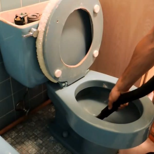 5 Tips to Drain Your Toilet Quickly 1