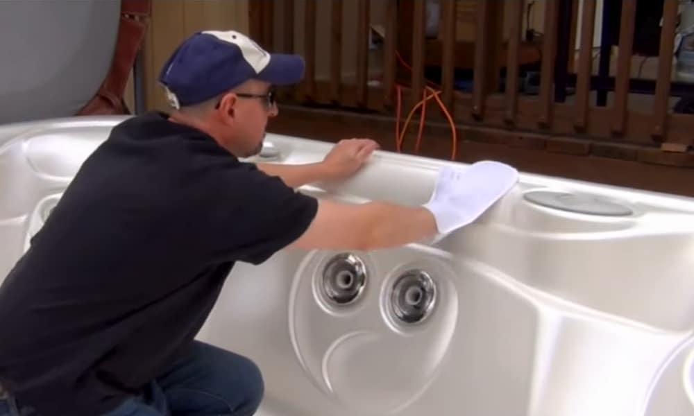 Clean the Surface of the Hot Tub