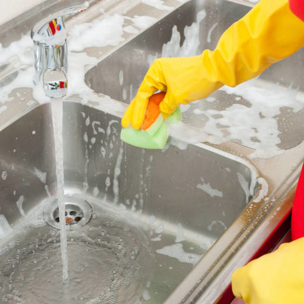 How to Clean Kitchen Sink? (Stainless, Porcelain, Aluminum, Ceramic)