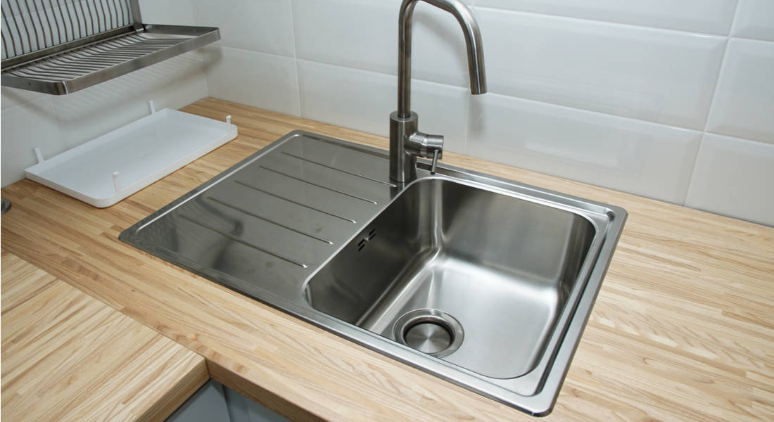 How to Clean an Aluminum Kitchen Sink