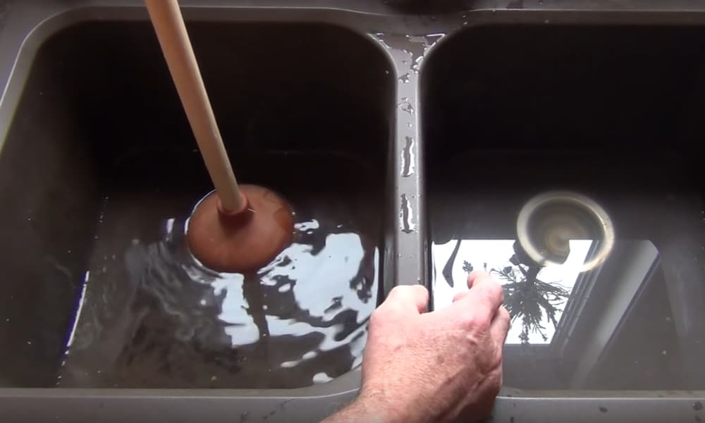 Use Plunger to Remove the Debris from the Drain