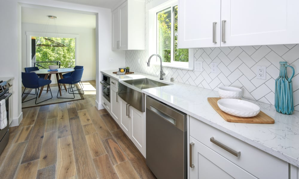 Fake herringbone backsplash white tiles