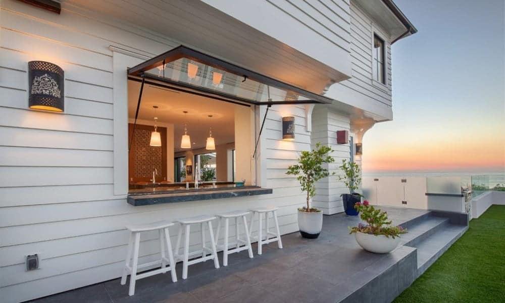 Nautical style outdoor kitchen