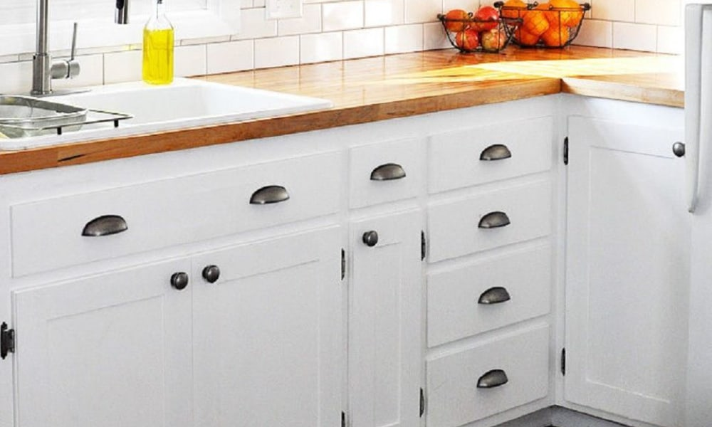 Slab-to-shaker kitchen cabinet