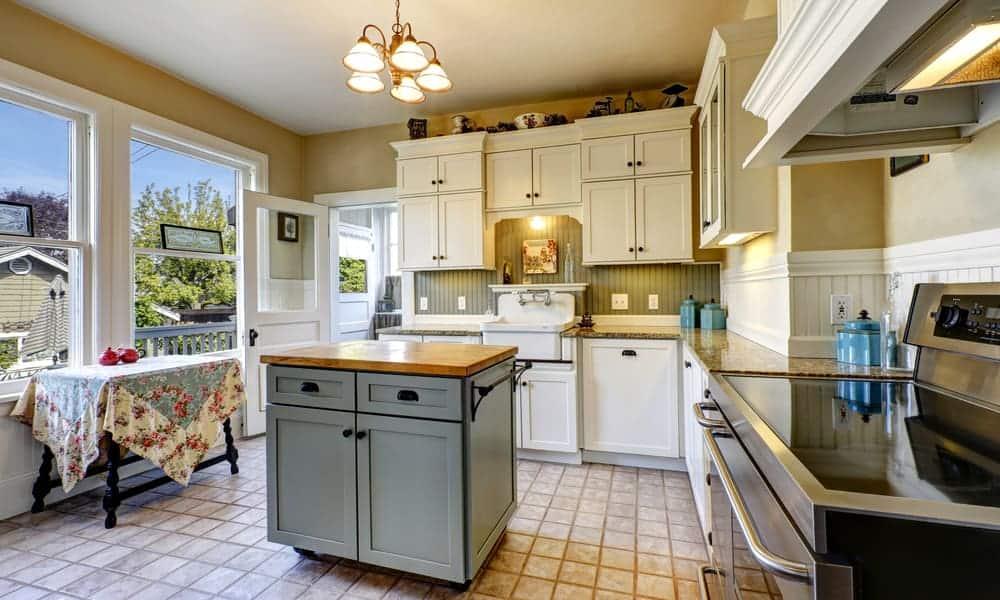 Small, non-portable kitchen island 1