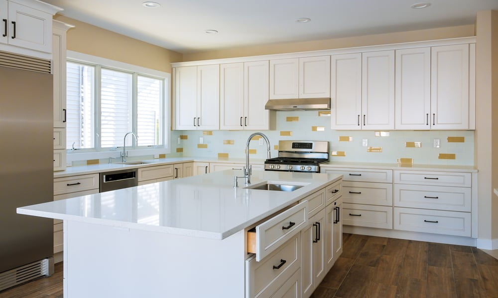 White aligned kitchen