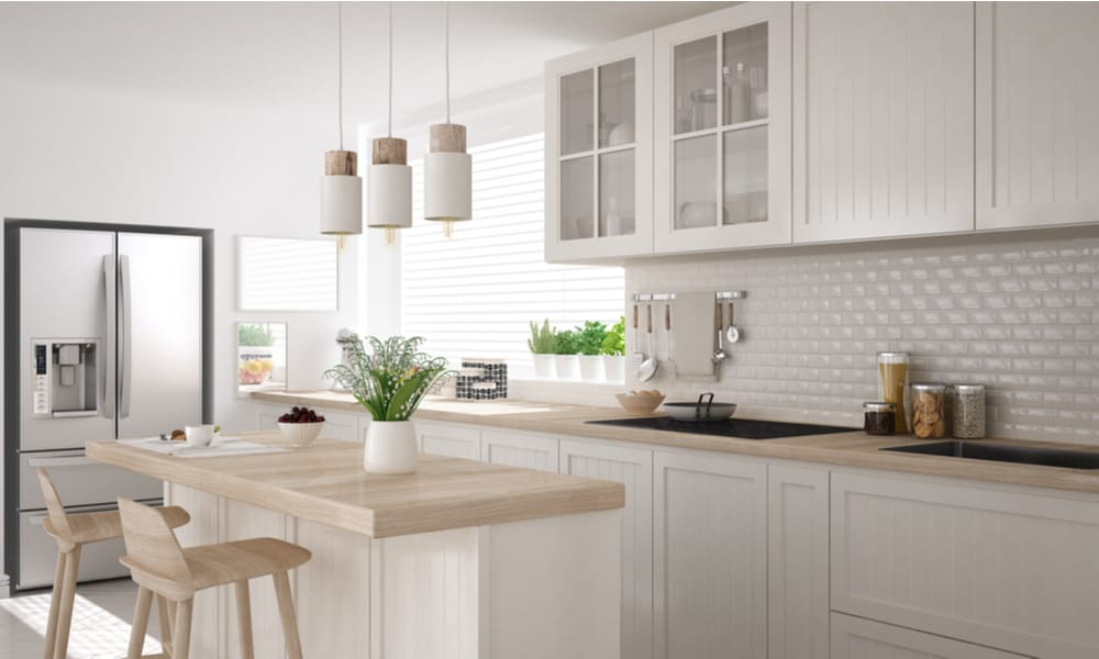 White, wooden kitchen