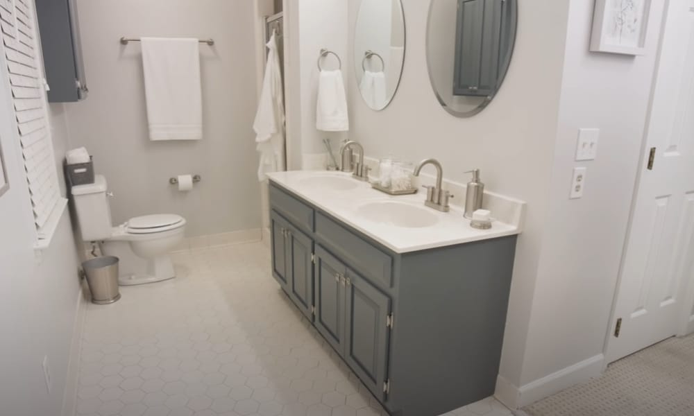 8 Easy Steps To Paint Bathroom Cabinets, How To Paint Bathroom Cabinets