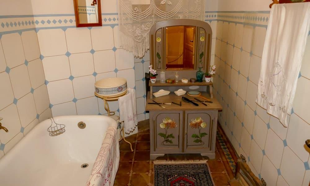 Buzzing Bathroom