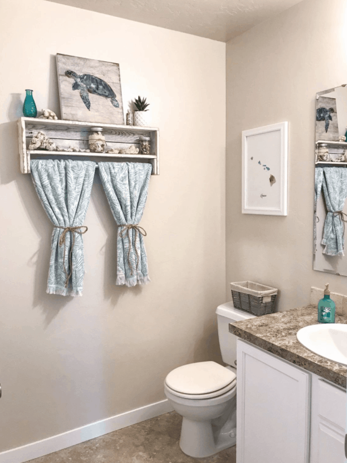 Beach-Themed Bathroom Decor