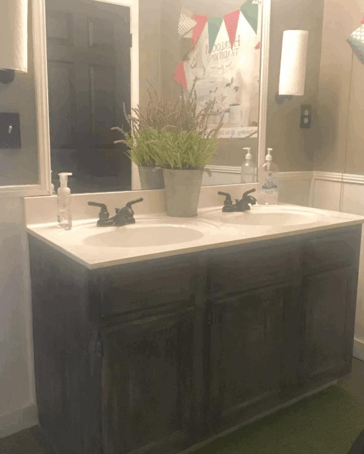 Easy Bathroom Vanity Makeover