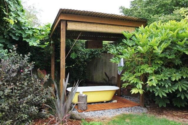 Fab DIY Outdoor Clawfoot Hot Tub – Improvisedlife.com