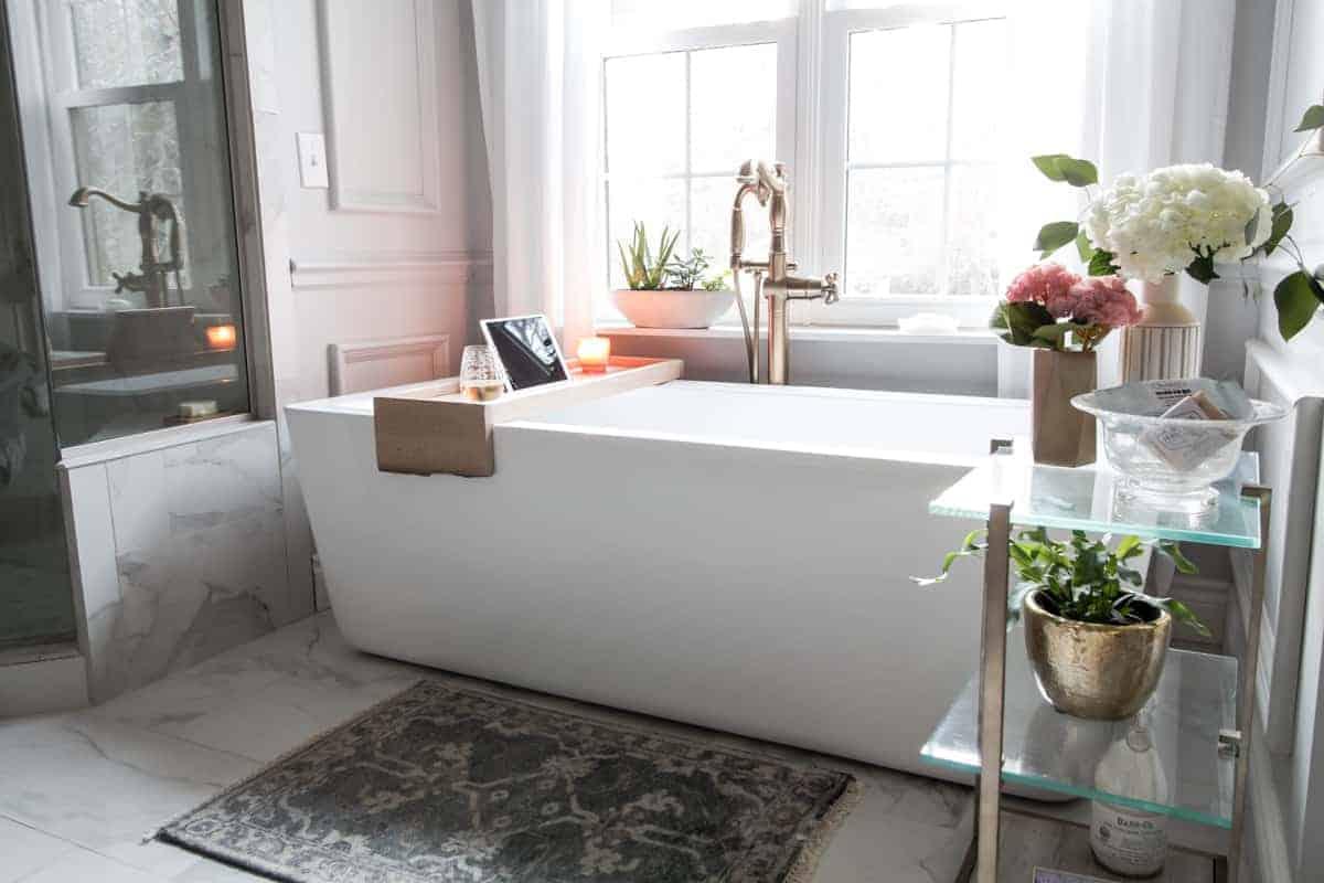 Overhanging DIY Bath Caddy
