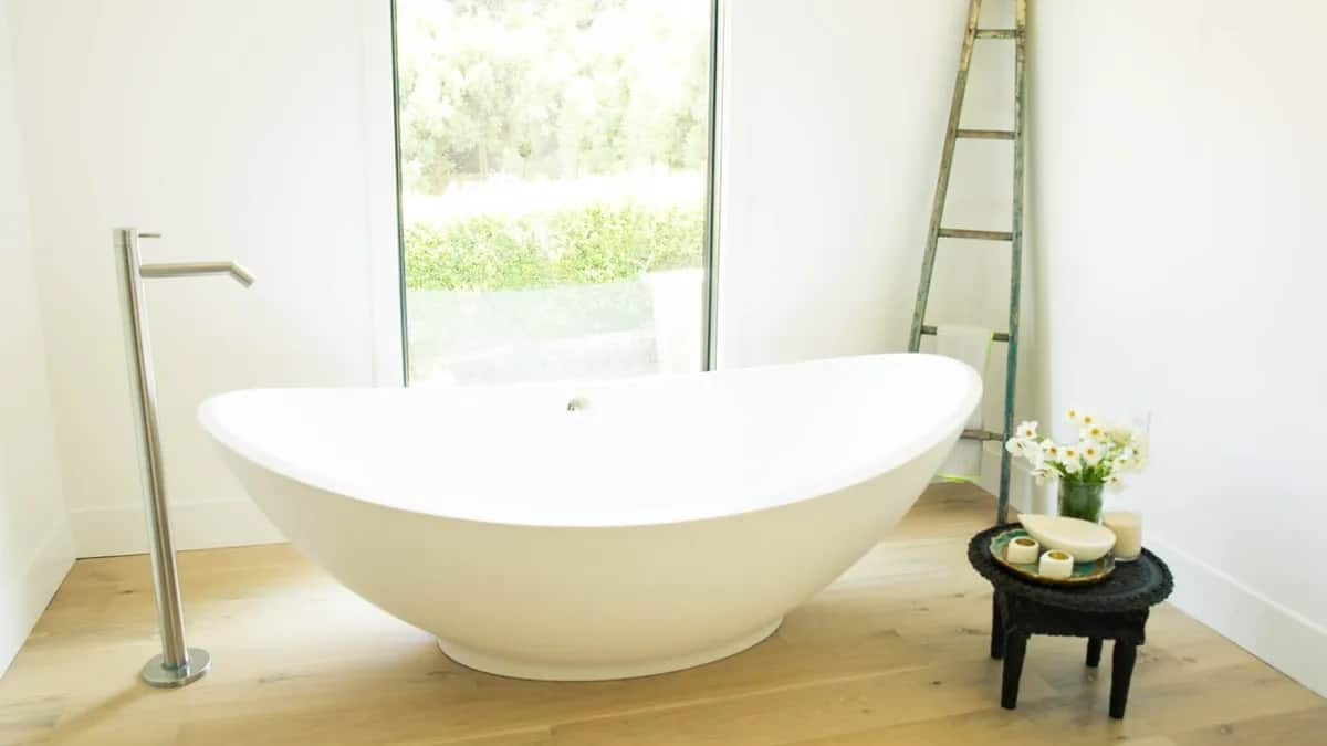 Six One-Ingredient DIY Detox Bath Recipes