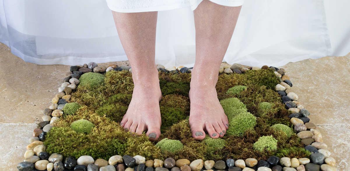 Little Things DIY Moss Bath Mat