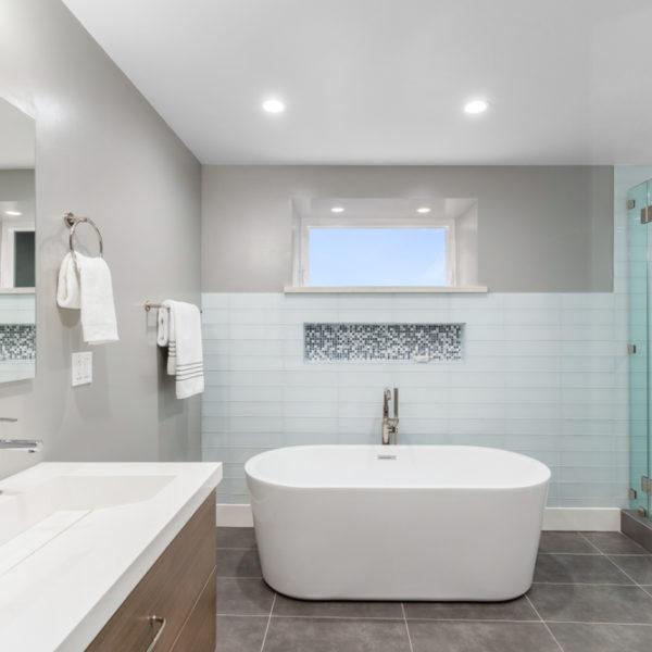 9 Tips to Buy Waterproof Shower or Bathtub Wall Panels